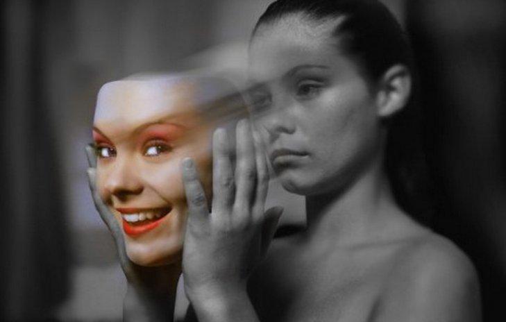 Şizofreninin diğer psikotik bozukluklardan ayrı bir bozukluk olup olmadığı konusunda odaklanan tartışmalar artan bir hızla devam etmektedir.